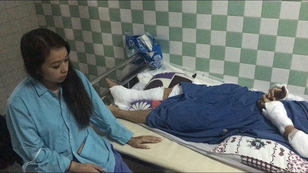 Vụ nam Việt kiều bị tạt axit, cắt gân chân ở Quảng Ngãi: Anh trai nạn nhân khóa số điện thoại và cả email sau khi trở về Canada - Ảnh 3.