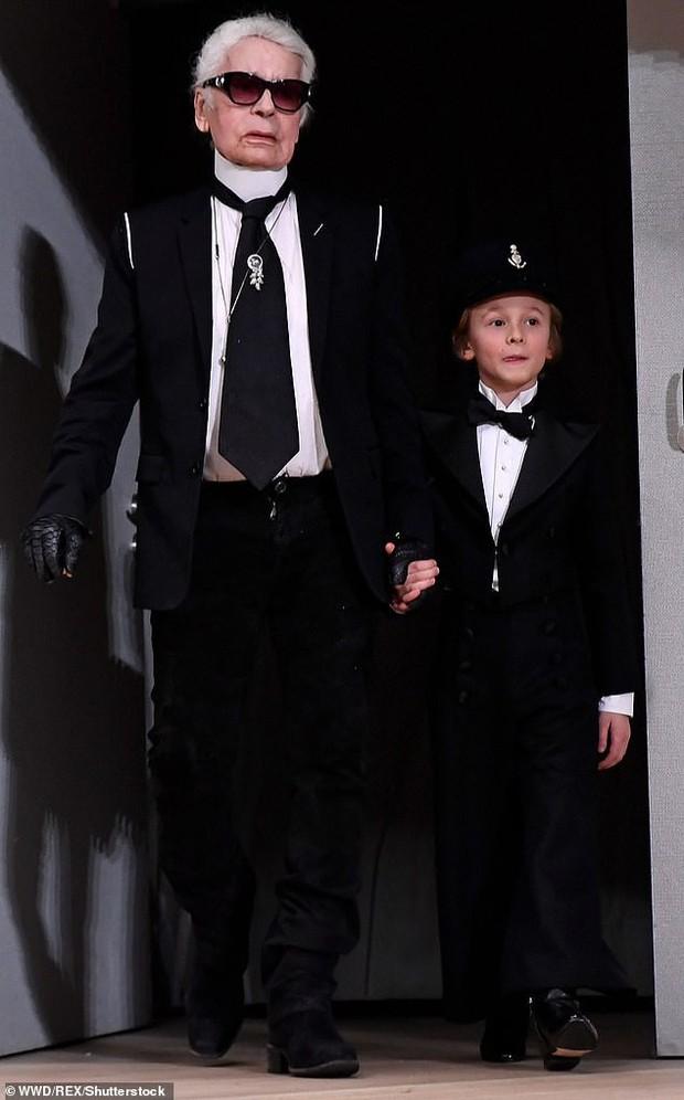 Cuộc sống xa hoa của Hoàng tử nhí làng thời trang, con trai nuôi huyền thoại Karl Lagerfeld - Ảnh 1.