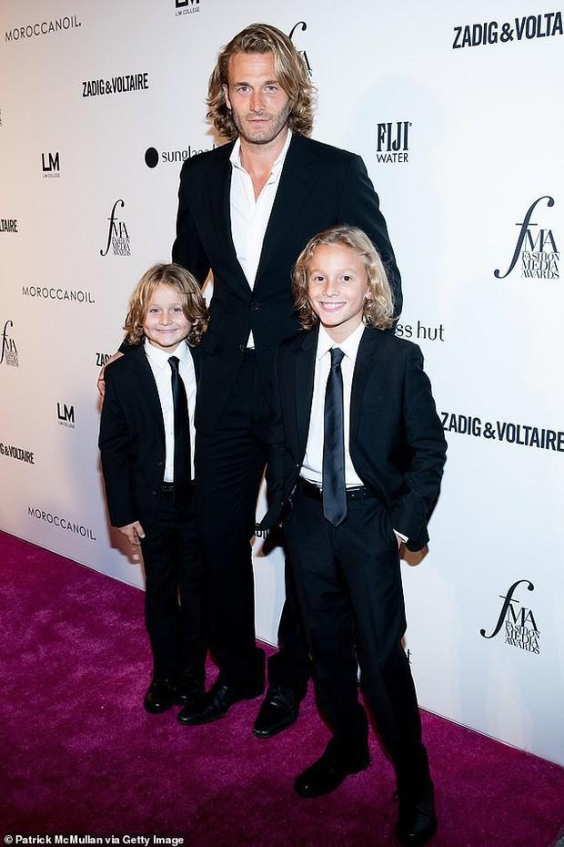 Cuộc sống xa hoa của Hoàng tử nhí làng thời trang, con trai nuôi huyền thoại Karl Lagerfeld - Ảnh 3.