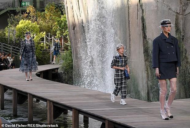 Cuộc sống xa hoa của Hoàng tử nhí làng thời trang, con trai nuôi huyền thoại Karl Lagerfeld - Ảnh 4.