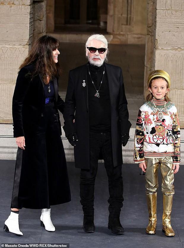 Cuộc sống xa hoa của Hoàng tử nhí làng thời trang, con trai nuôi huyền thoại Karl Lagerfeld - Ảnh 5.