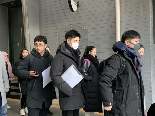 Xuất hiện nam thần cao 1m88, gây sốt tại cổng trường thi Đại học khiến dân tình nháo nhào tìm info - Ảnh 6.