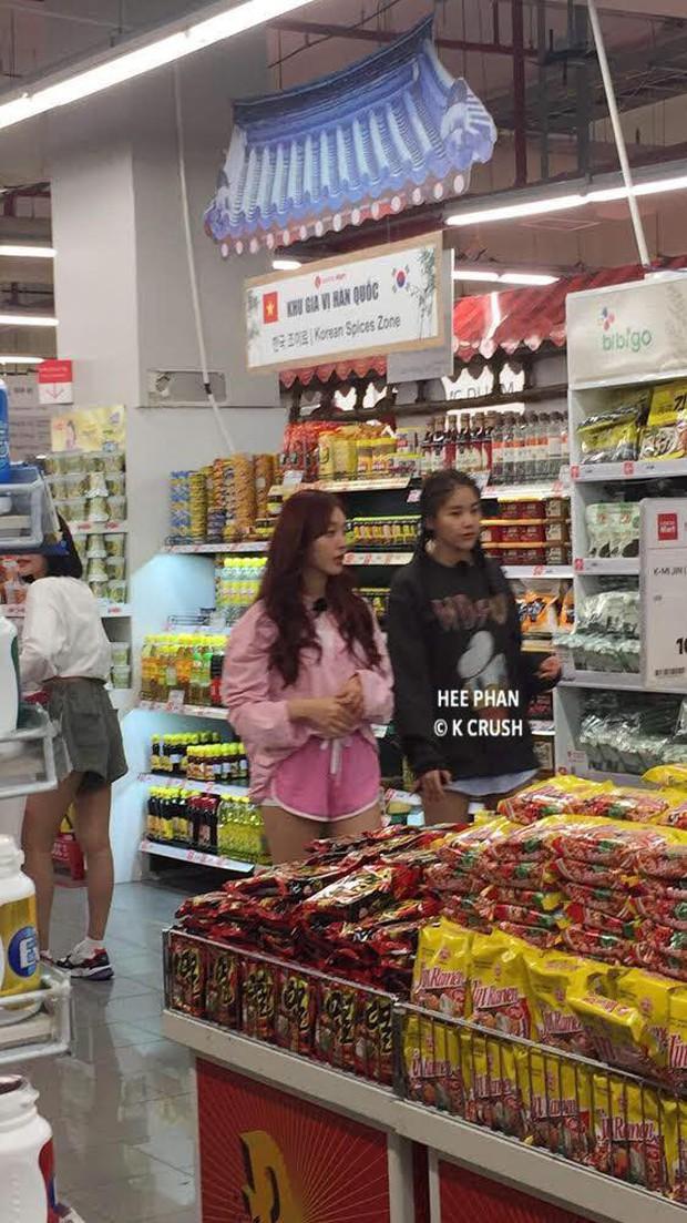Loạt ảnh 3 mỹ nhân Kpop cùng vi vu mua sắm tại siêu thị, sống ảo ở nhà thờ Đà Nẵng bất ngờ gây bão - Ảnh 2.