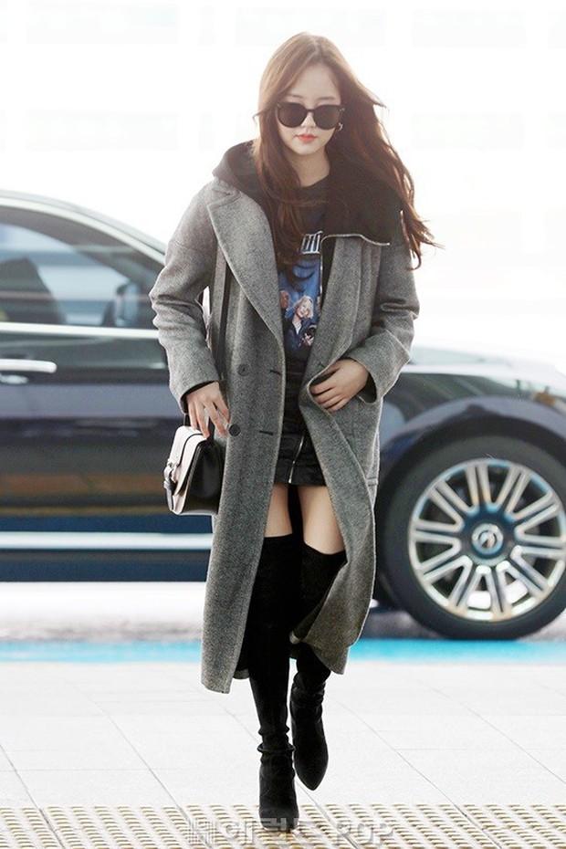 Đi sân bay thôi mà hot đến tận hôm nay, Kim So Hyun đang khiến dân tình bấn loạn vì đôi chân cực phẩm - Ảnh 4.