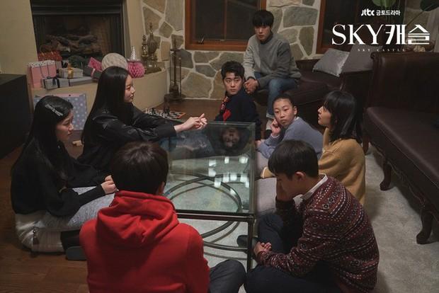 Năm Kỷ Hợi khởi đầu với cặp chị em của siêu phẩm SKY Castle: Lần đầu tiên có cặp dám hẹn hò công khai đến mức này! - Ảnh 12.