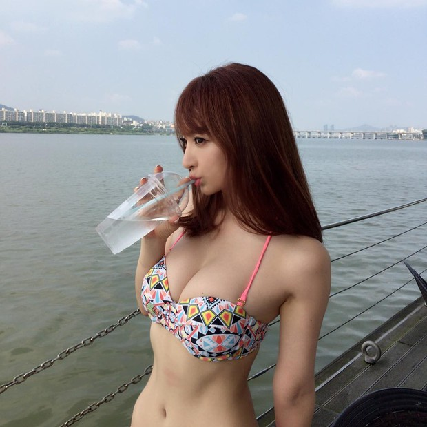 Bạn gái tin đồn U40 của Changmin (DBSK): Diễn viên phim nóng với gương mặt thiên thần, vòng 1 căng đầy đến ngộp thở - Ảnh 9.