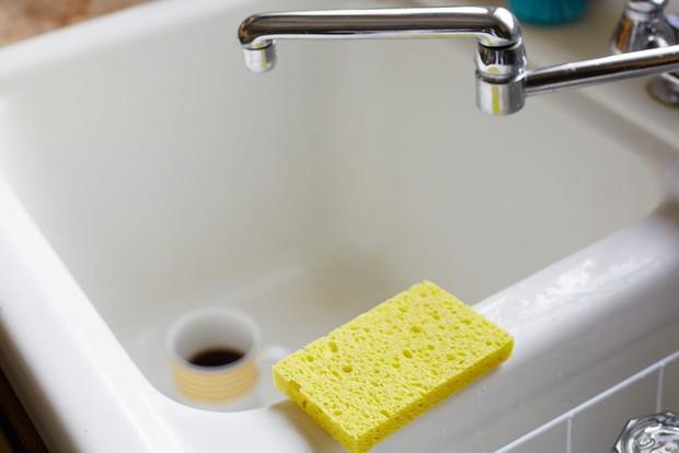 Sai lầm khi rửa bát chỉ làm gia tăng thêm vi khuẩn mà bạn không hề hay biết - Ảnh 3.