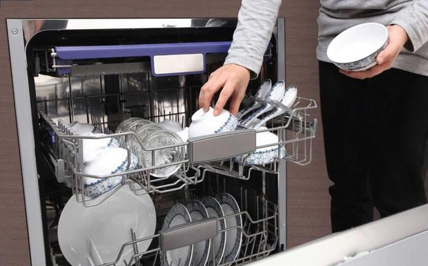 Sai lầm khi rửa bát chỉ làm gia tăng thêm vi khuẩn mà bạn không hề hay biết - Ảnh 4.