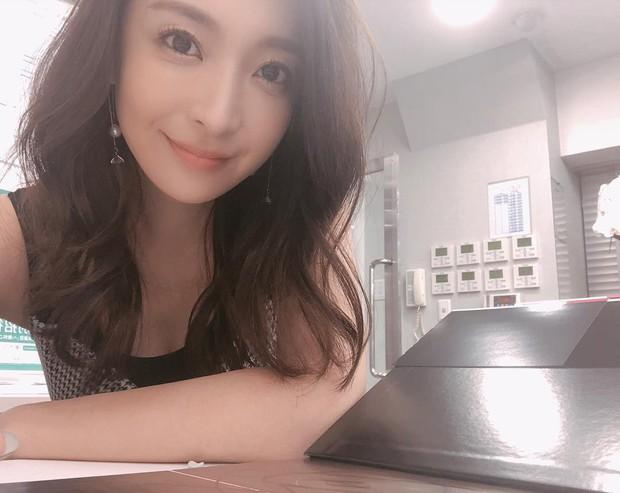 Bạn gái tin đồn U40 của Changmin (DBSK): Diễn viên phim nóng với gương mặt thiên thần, vòng 1 căng đầy đến ngộp thở - Ảnh 2.