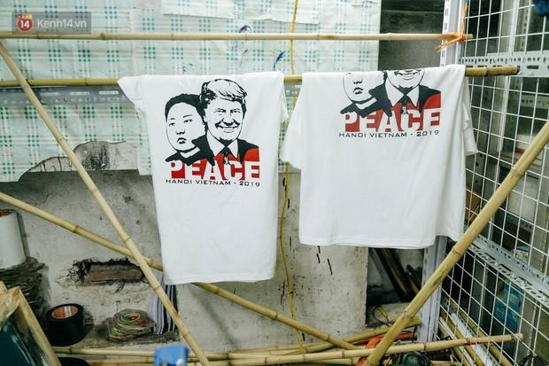 In áo phông hình 2 nhà lãnh đạo Donald Trump và Kim Jong-un, cửa hàng ở Hà Nội kiếm tiền triệu mỗi ngày - Ảnh 11.