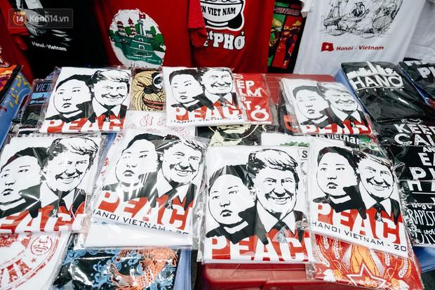 In áo phông hình 2 nhà lãnh đạo Donald Trump và Kim Jong-un, cửa hàng ở Hà Nội kiếm tiền triệu mỗi ngày - Ảnh 9.