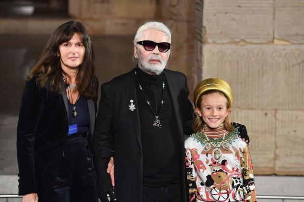 Người phụ nữ vừa bước ra khỏi cái bóng của Karl Lagerfeld, trở thành Giám đốc sáng tạo mới của Chanel là ai? - Ảnh 1.