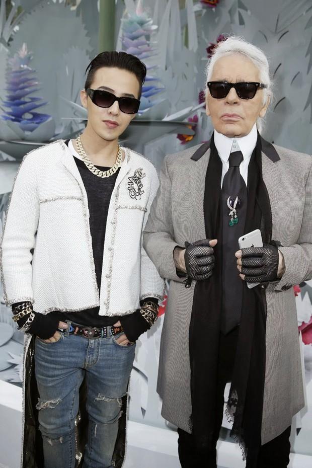 Cùng tưởng nhớ ngài Karl Lagerfeld: G-Dragon được khen, Jennie lại bị netizen chê tới tấp - Ảnh 3.