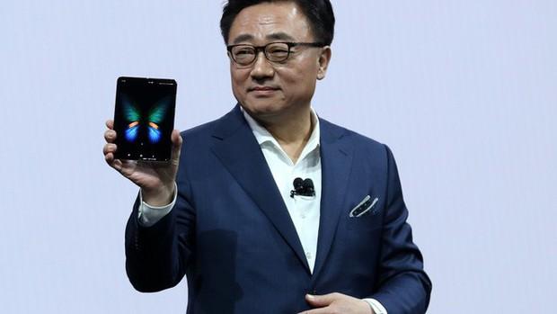 Vì sao Samsung vẫn chưa cho chúng ta xem tận mắt chiếc smartphone màn hình gập Galaxy Fold? - Ảnh 1.