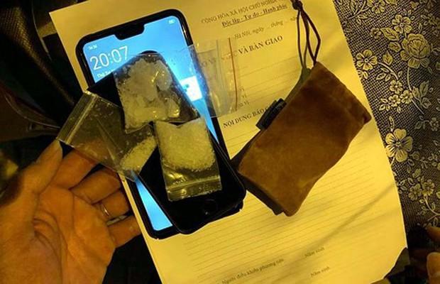 Giấu 3 gói ma túy trong quần lót, toát mồ hôi khi gặp cảnh sát - Ảnh 1.
