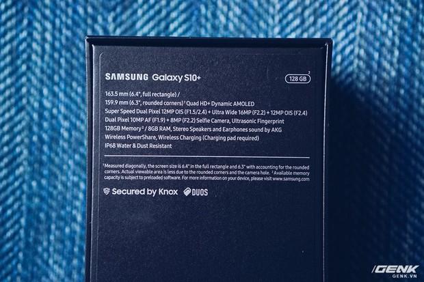 Mở hộp Galaxy S10+ luôn cho nóng: Nhìn vỏ thôi cũng thấy sang xịn mịn, phụ kiện đồng màu tùy thích với máy - Ảnh 2.