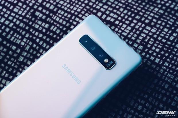 Mở hộp Galaxy S10+ luôn cho nóng: Nhìn vỏ thôi cũng thấy sang xịn mịn, phụ kiện đồng màu tùy thích với máy - Ảnh 8.