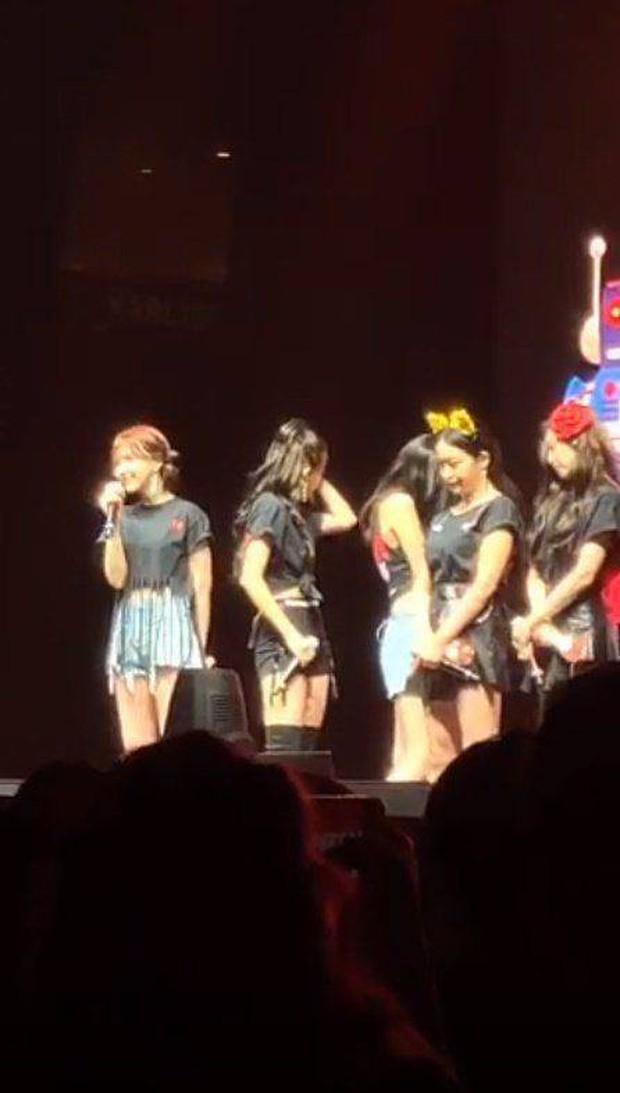 Các thành viên Red Velvet không cầm được nước mắt trên sân khấu concert khi Wendy chia sẻ điều này - Ảnh 5.