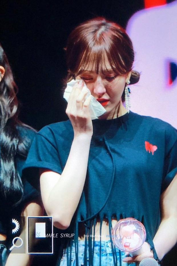 Các thành viên Red Velvet không cầm được nước mắt trên sân khấu concert khi Wendy chia sẻ điều này - Ảnh 2.