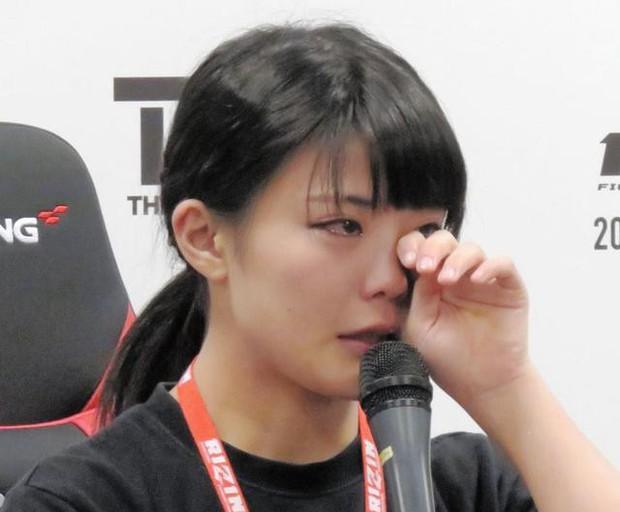 Nữ võ sĩ xinh đẹp nhất thế giới: Là thành viên của nhóm nhạc thần tượng, từng khóc như mưa khi bị đánh quá đau - Ảnh 10.