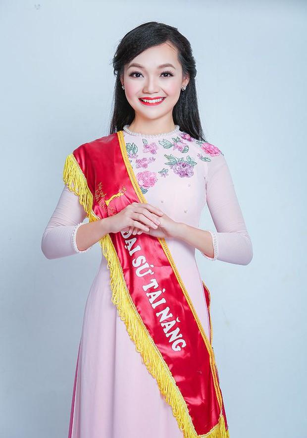 Những nữ sinh vừa xinh vừa giỏi từng gây sốt khi được tặng hoa cho Tổng thống, Thủ tướng các quốc gia đến thăm Việt Nam - Ảnh 9.