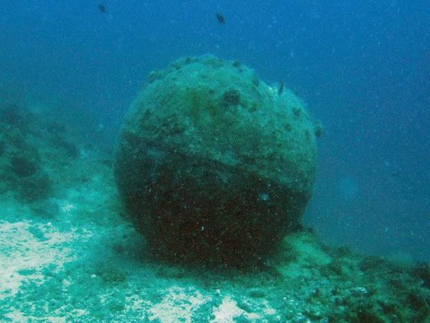Hiểm họa khôn lường từ các loại vũ khí chìm dưới đáy biển - Ảnh 1.