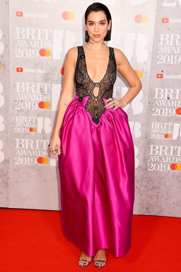 Thảm đỏ BRIT Awards 2019: Pink, Shawn Mendes dẫn đầu dàn sao, nhưng spotlight thuộc về loạt màn đọ sắc gây sốc - Ảnh 2.