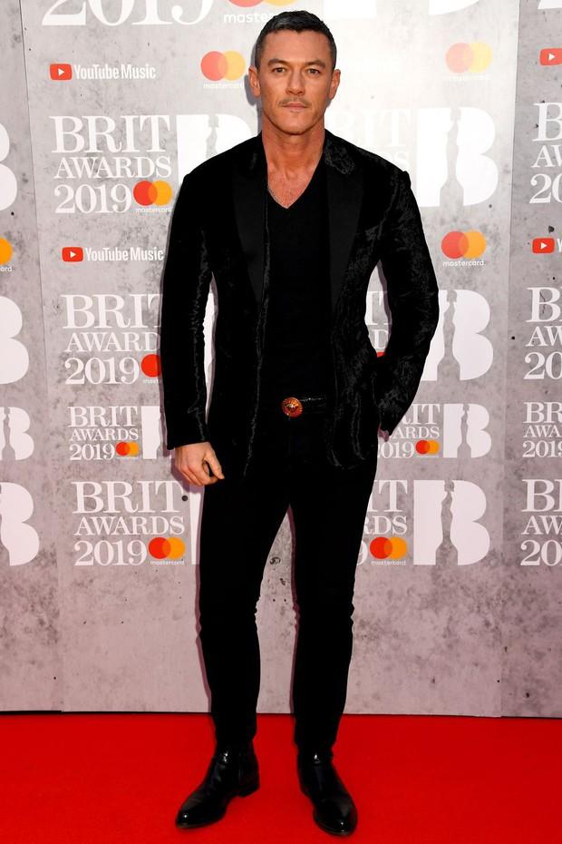 Thảm đỏ BRIT Awards 2019: Pink, Shawn Mendes dẫn đầu dàn sao, nhưng spotlight thuộc về loạt màn đọ sắc gây sốc - Ảnh 13.