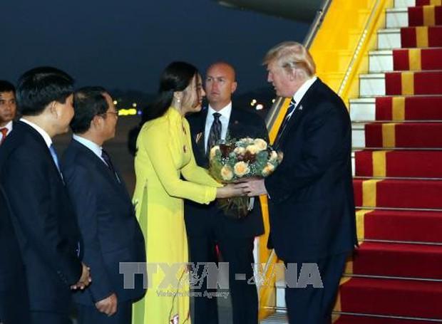Những nữ sinh vừa xinh vừa giỏi từng gây sốt khi được tặng hoa cho Tổng thống, Thủ tướng các quốc gia đến thăm Việt Nam - Ảnh 2.
