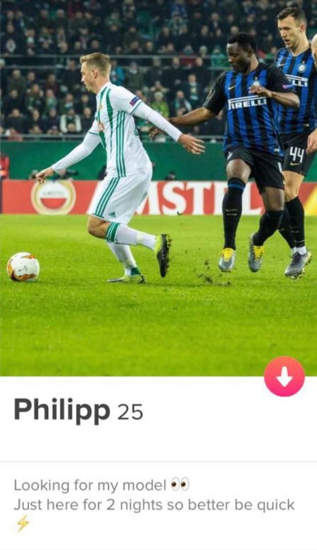 Cầu thủ lên mạng công khai tìm kiếm bạn tình khi sang thi đấu ở đất khách - Ảnh 1.