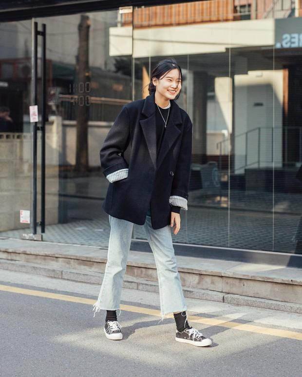 Muốn ăn mặc thoải mái mà sang, đơn giản mà vẫn trendy, bạn chỉ cần xem giới trẻ Hàn diện gì tuần qua là xong ngay - Ảnh 1.