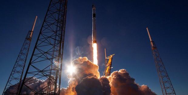 SpaceX vừa phóng thành công 3 tàu vũ trụ mới, 1 sẽ lên đường tới Mặt trăng - Ảnh 2.