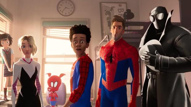 """Ngôi vương của hoạt hình Disney sẽ bị chàng Nhện da màu """"Into the Spider-Verse"""" hạ bệ tại Oscar năm nay? - Ảnh 7."""