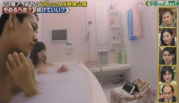 Nữ idol Nhật Bản gây sốc sau khi tiết lộ 23 tuổi vẫn tắm chung cùng bố và 3 anh trai, còn khoe cảnh tắm lên TV - Ảnh 4.