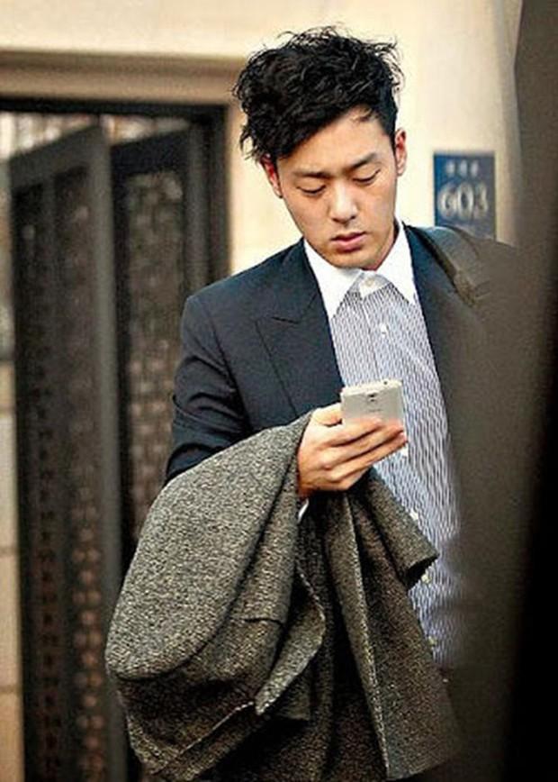 Đặt chồng của 3 mỹ nhân Song Hye Kyo, Kim Tae Hee, Jeon Ji Hyun lên bàn cân: Chênh lệch từ gia thế tới ngoại hình - Ảnh 20.
