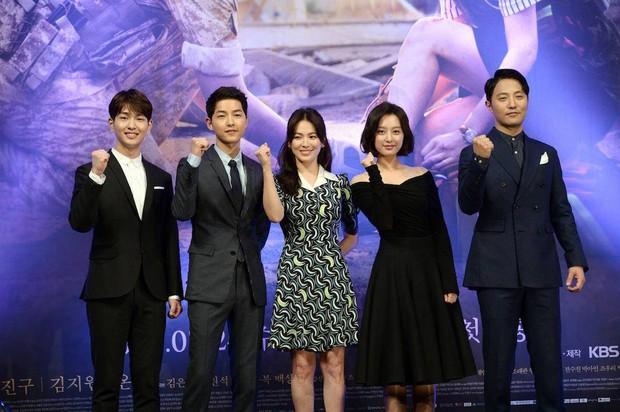 Đặt chồng của 3 mỹ nhân Song Hye Kyo, Kim Tae Hee, Jeon Ji Hyun lên bàn cân: Chênh lệch từ gia thế tới ngoại hình - Ảnh 6.