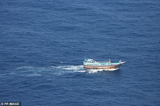Những con tàu ma, nghĩa địa nổi và kho báu: Hàng loạt điều bí ẩn vây quanh eo biển nơi MH370 mất tích - Ảnh 3.