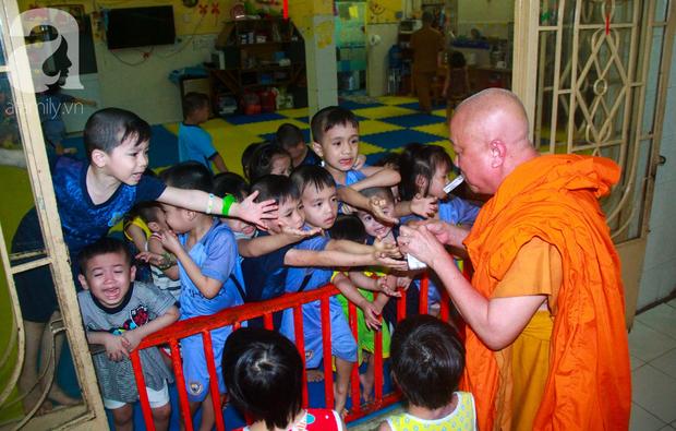 Ánh mắt cầu cứu của 232 đứa trẻ bị bố mẹ bỏ rơi, lớn lên từ vạt áo cà sa của người cha già nơi cửa Phật - Ảnh 12.