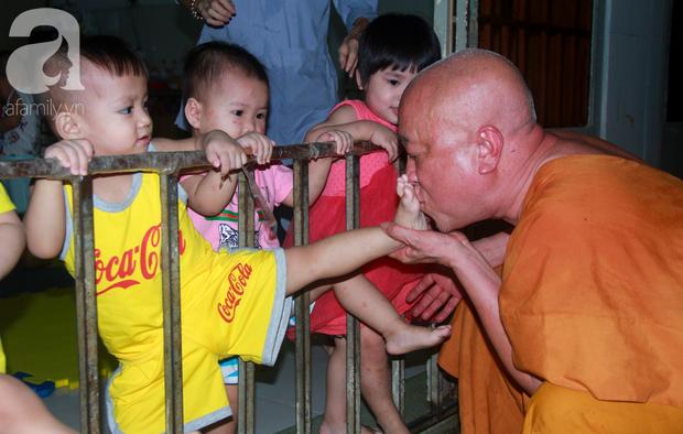 Ánh mắt cầu cứu của 232 đứa trẻ bị bố mẹ bỏ rơi, lớn lên từ vạt áo cà sa của người cha già nơi cửa Phật - Ảnh 16.
