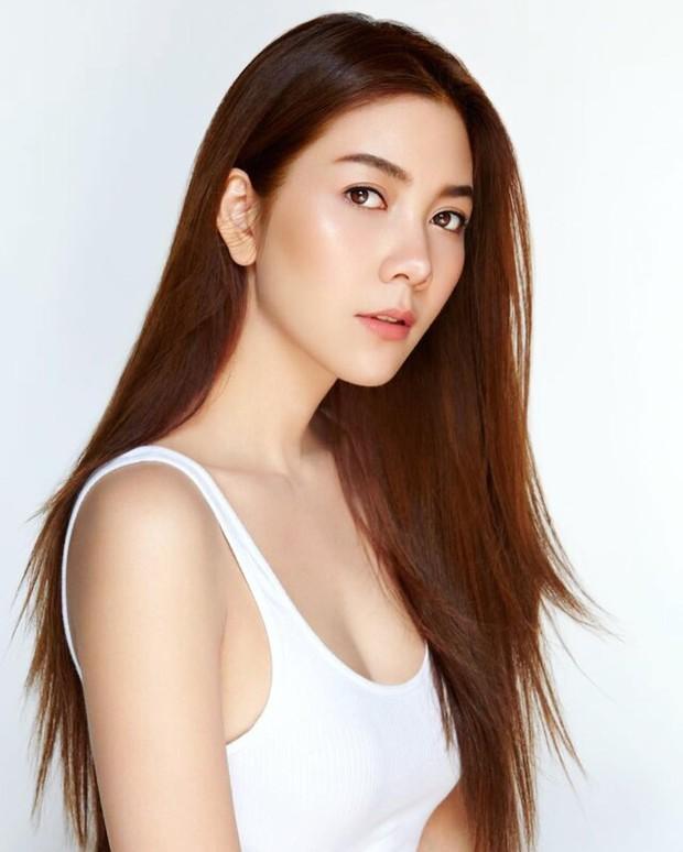 Những quý cô U40 cực phẩm của showbiz Thái: Đẹp, quyền lực, toàn yêu đại gia nhưng mãi vẫn chưa chịu chống lầy - Ảnh 23.