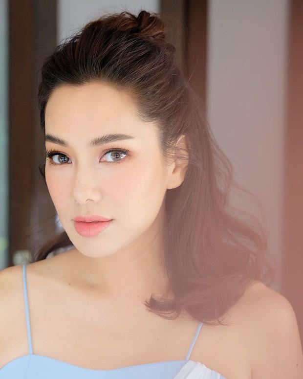 Những quý cô U40 cực phẩm của showbiz Thái: Đẹp, quyền lực, toàn yêu đại gia nhưng mãi vẫn chưa chịu chống lầy - Ảnh 24.