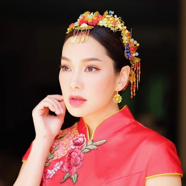 Những quý cô U40 cực phẩm của showbiz Thái: Đẹp, quyền lực, toàn yêu đại gia nhưng mãi vẫn chưa chịu chống lầy - Ảnh 25.