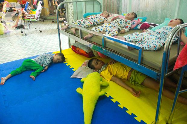 Ánh mắt cầu cứu của 232 đứa trẻ bị bố mẹ bỏ rơi, lớn lên từ vạt áo cà sa của người cha già nơi cửa Phật - Ảnh 4.