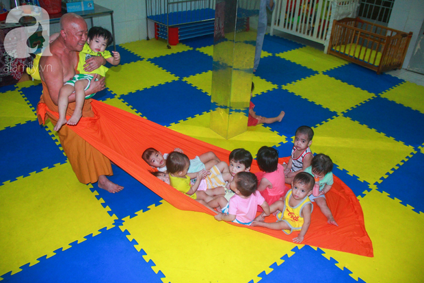 Ánh mắt cầu cứu của 232 đứa trẻ bị bố mẹ bỏ rơi, lớn lên từ vạt áo cà sa của người cha già nơi cửa Phật - Ảnh 10.