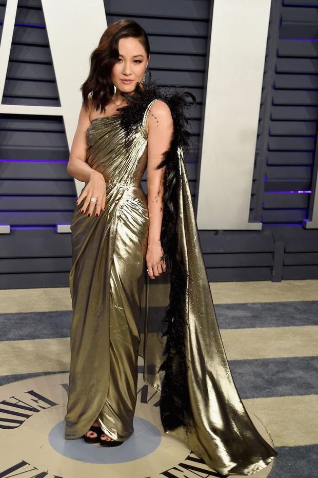 Tiệc hậu Oscar 2019: Trái với thảm đỏ nhạt nhẽo, loạt sao thi nhau thả rông, hở bạo, có thiết kế mặc mà như không - Ảnh 9.