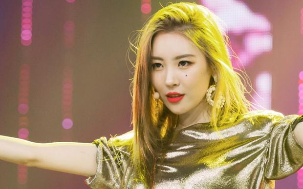 Số phận của TXT sẽ ra sao khi trực tiếp đối đầu với nữ ca sĩ nhiều hit nhất nhì Kpop? - Ảnh 2.