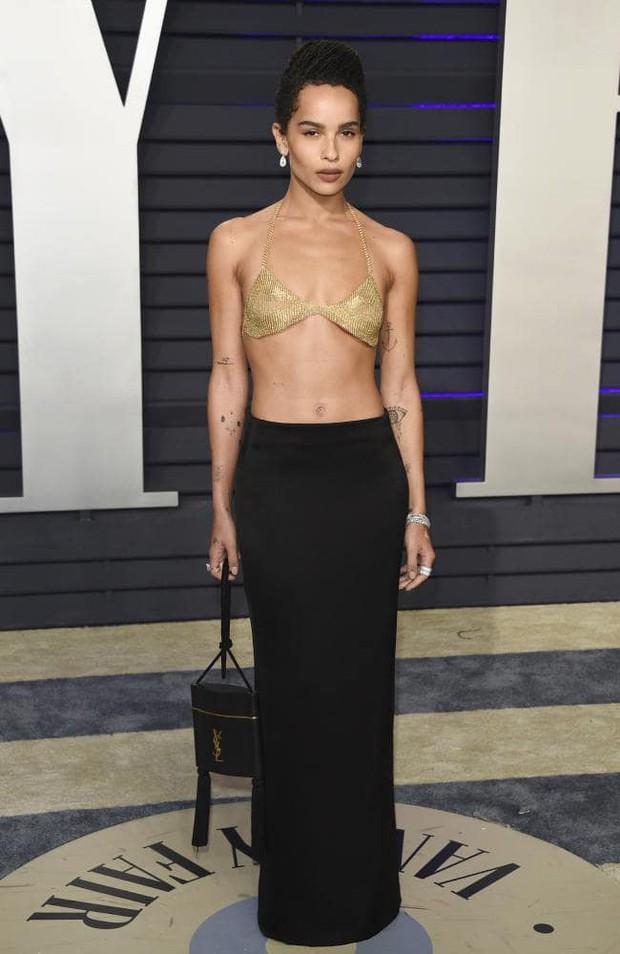 Tiệc hậu Oscar 2019: Trái với thảm đỏ nhạt nhẽo, loạt sao thi nhau thả rông, hở bạo, có thiết kế mặc mà như không - Ảnh 7.
