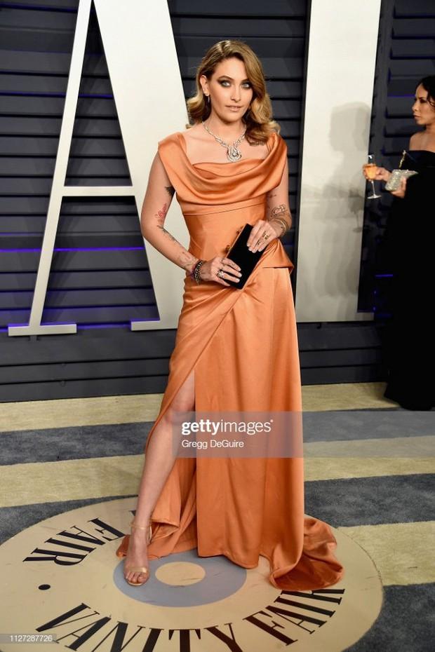 Tiệc hậu Oscar 2019: Trái với thảm đỏ nhạt nhẽo, loạt sao thi nhau thả rông, hở bạo, có thiết kế mặc mà như không - Ảnh 16.
