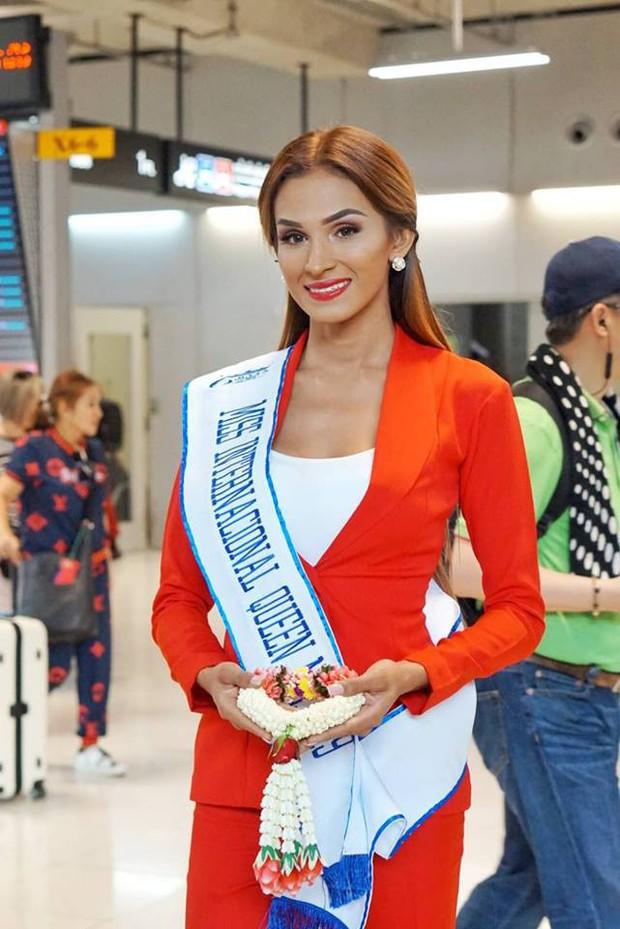 Cùng đổ bộ sân bay Thái, bất ngờ với nhan sắc đời thực của dàn thí sinh Hoa hậu Chuyển giới Quốc tế 2019 - Ảnh 11.