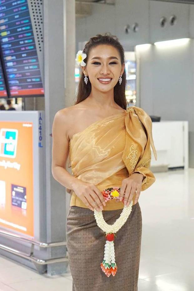 Cùng đổ bộ sân bay Thái, bất ngờ với nhan sắc đời thực của dàn thí sinh Hoa hậu Chuyển giới Quốc tế 2019 - Ảnh 6.